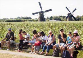 Molens kinderdijk ,unesco, toeristen , Nederland foto: ARIE KIEVIT